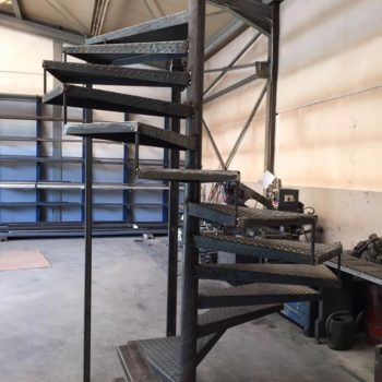 Anfertigung einer Außenspindeltreppe in der Werkstatt
