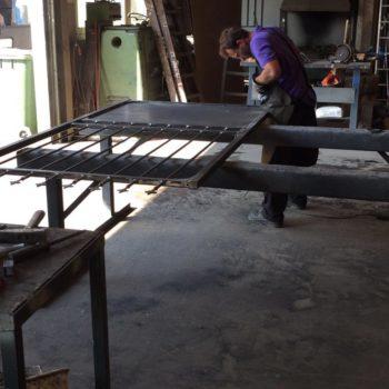Anfertigung eines Gartentor in der Werkstatt